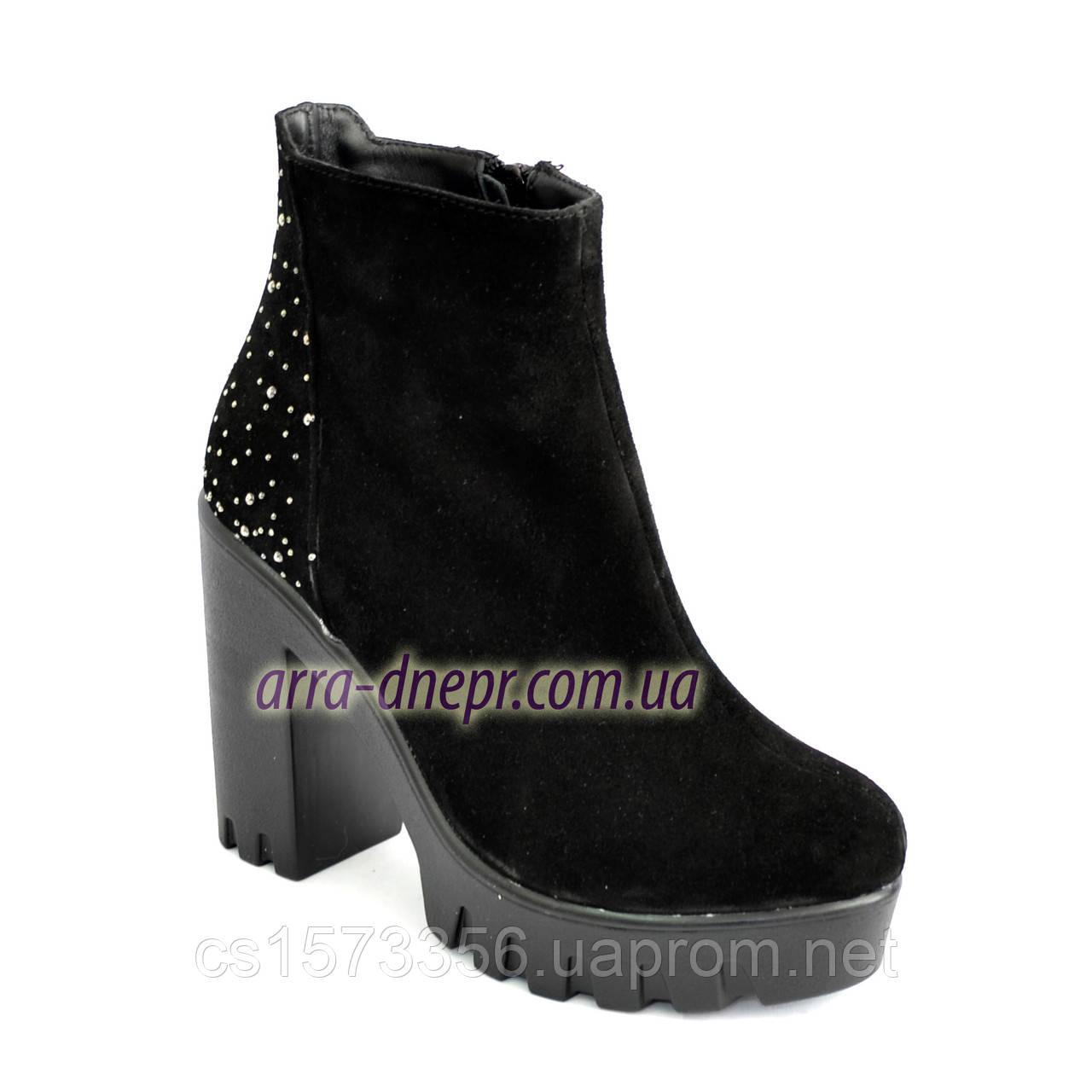 Демисезонные женские классические ботинки на высоком каблуке, из натуральной замши черного цвета