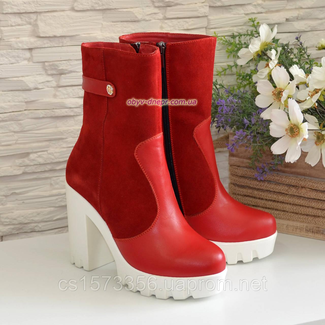 Жіночі червоні демісезонні черевики на підборах.