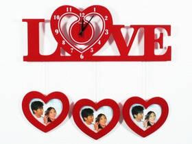 Часы Настенные Фигурные (60х45х5 см) Дерево. Famille Amou. Семейные LOVE. Красные