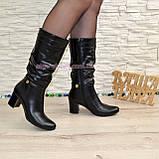Демисезонные кожаные женские сапоги на невысоком устойчивом каблуке, фото 2