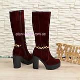1600 бордовые женские замшевые демисезонные на высоком устойчивом каблуке, декорированы цепью., фото 3