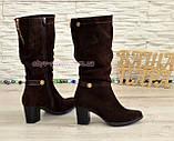 Сапоги коричневые женские демисезонные замшевые на устойчивом невысоком каблуке, фото 3