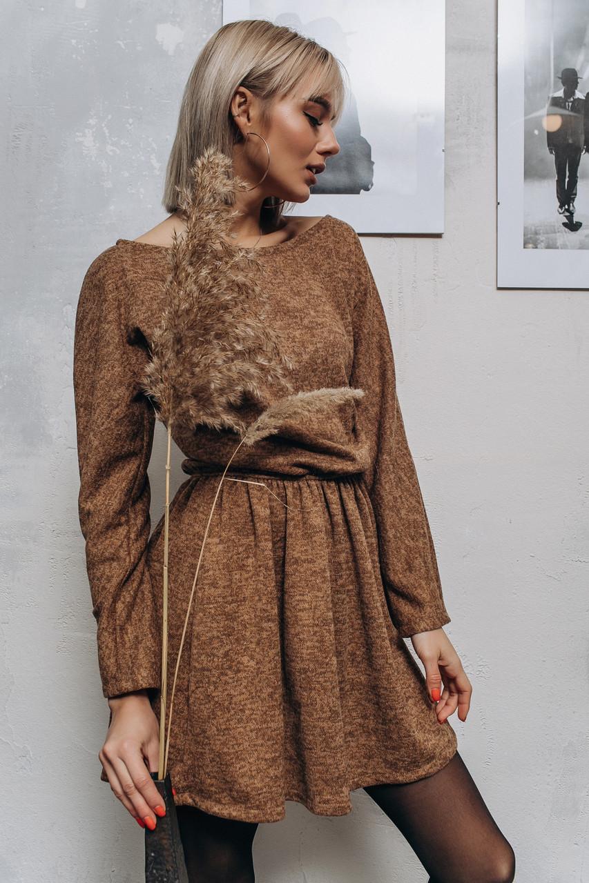 Нежное ангровое платье с расклешенной юбкой