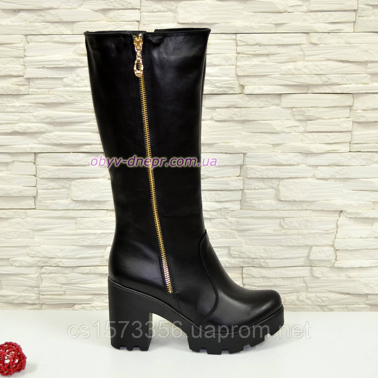 Сапоги кожаные черные женские демисезонные на устойчивом каблуке, декорированы молнией