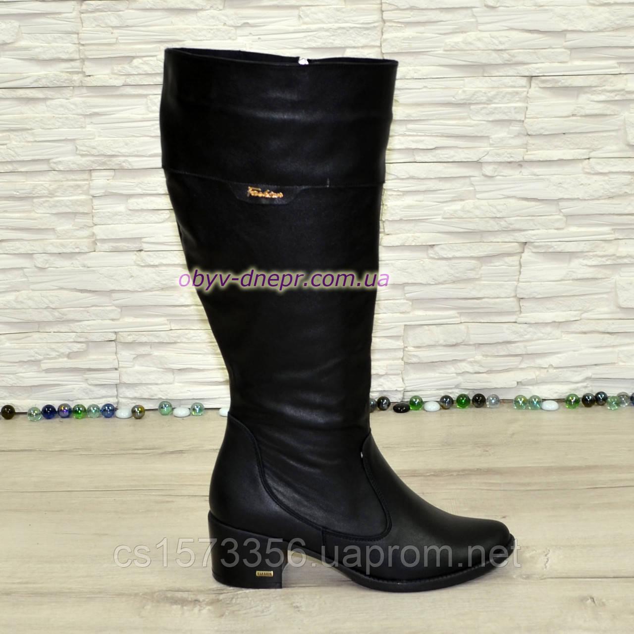97d84c87b Женские кожаные сапоги демисезонные на устойчивом каблуке, декорированы  фурнитурой.