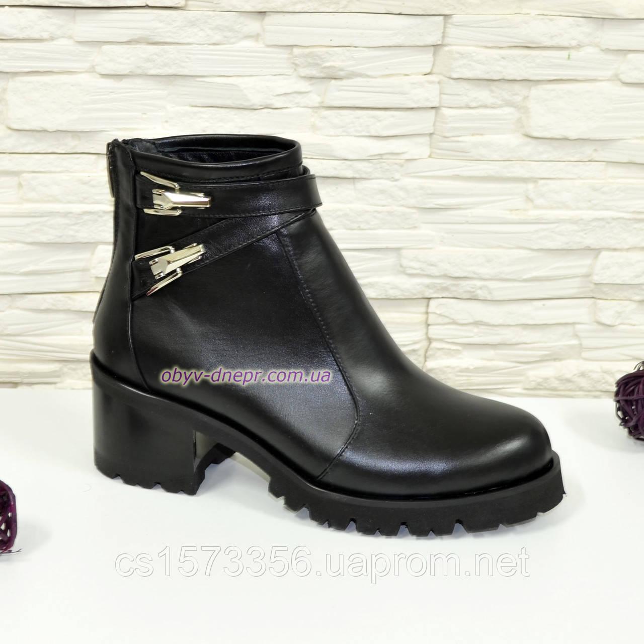 Женские кожаные ботинки демисезонные на устойчивом каблуке, черный цвет.