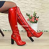 Высокие демисезонные лаковые сапоги на устойчивом каблуке, фото 3