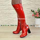 Высокие демисезонные лаковые сапоги на устойчивом каблуке, фото 4