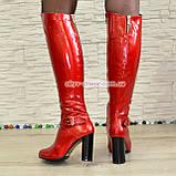 Высокие демисезонные лаковые сапоги на устойчивом каблуке, фото 5