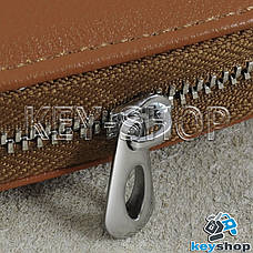 Ключниця кишенькова (шкіряна, світло - коричнева, з карабіном, кільцем), логотип авто Skoda (Шкода), фото 3