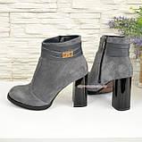 Ботинки демисезонные женские замшевые на устойчивом каблуке, цвет серый., фото 3