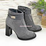 Ботинки демисезонные женские замшевые на устойчивом каблуке, цвет серый., фото 4