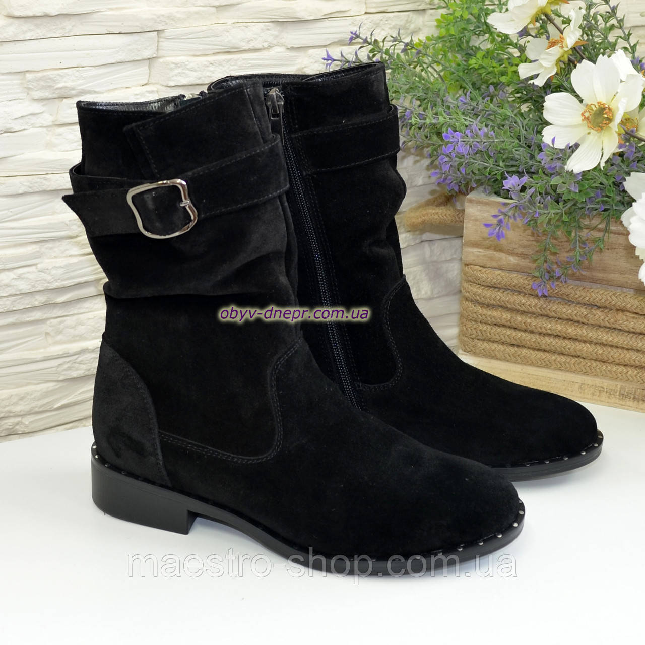 Ботинки женские замшевые демисезонные на низком ходу. Цвет черный