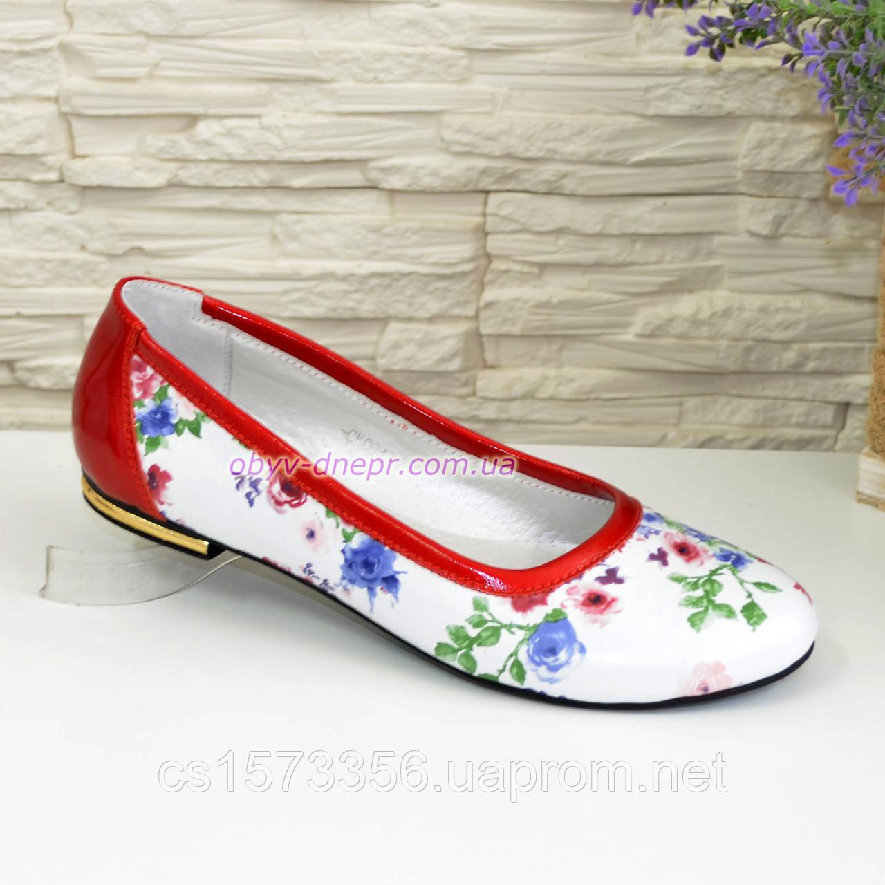 Женские кожаные стильные туфли, цвет красный/цветы