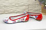 Женские кожаные стильные туфли, цвет красный/цветы, фото 3