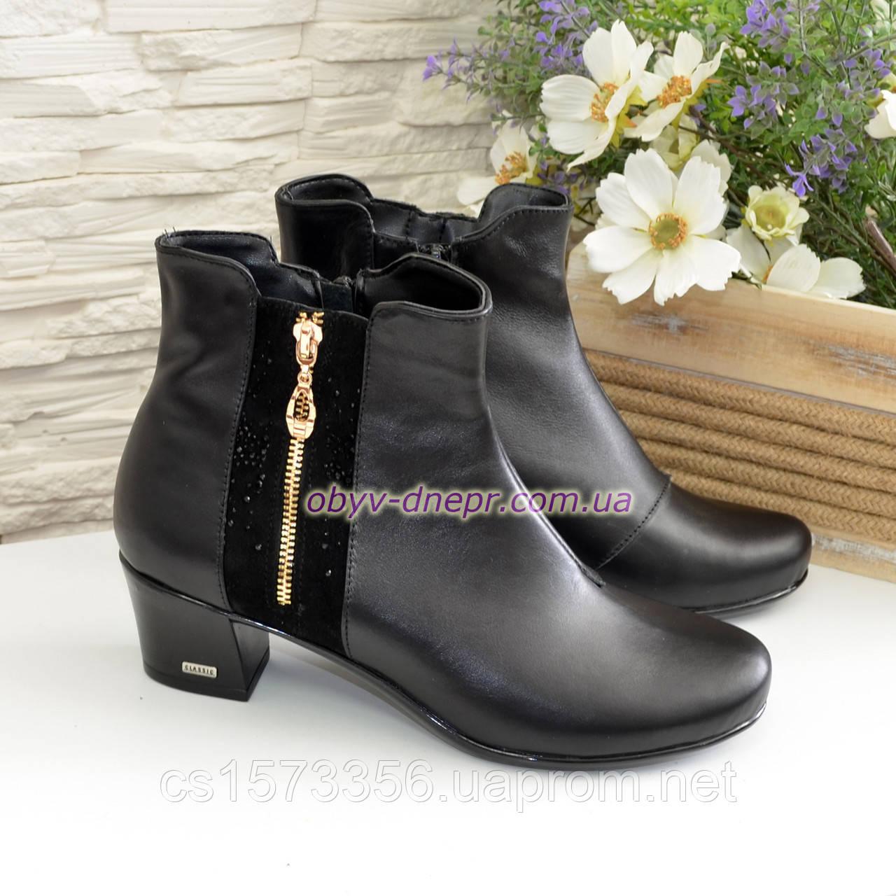 Женские ботинки на невысоком каблуке, из натуральной кожи и замши черного цвета