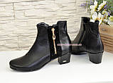 Женские ботинки на невысоком каблуке, из натуральной кожи и замши черного цвета, фото 3