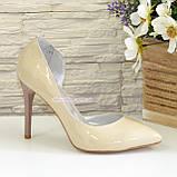 Жіночі лакові туфлі на шпильці, колір бежевий, фото 2