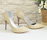 Жіночі лакові туфлі на шпильці, колір бежевий, фото 3