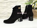 Полуботинки женские демисезонные на невысоком каблуке, из натуральной замши черного цвета, фото 3