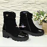 Жіночі об'єднані демісезонні черевики на тракторній підошві, декоровані фурнітурою, фото 3