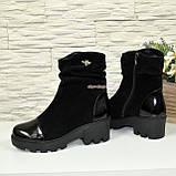 Жіночі об'єднані демісезонні черевики на тракторній підошві, декоровані фурнітурою, фото 4