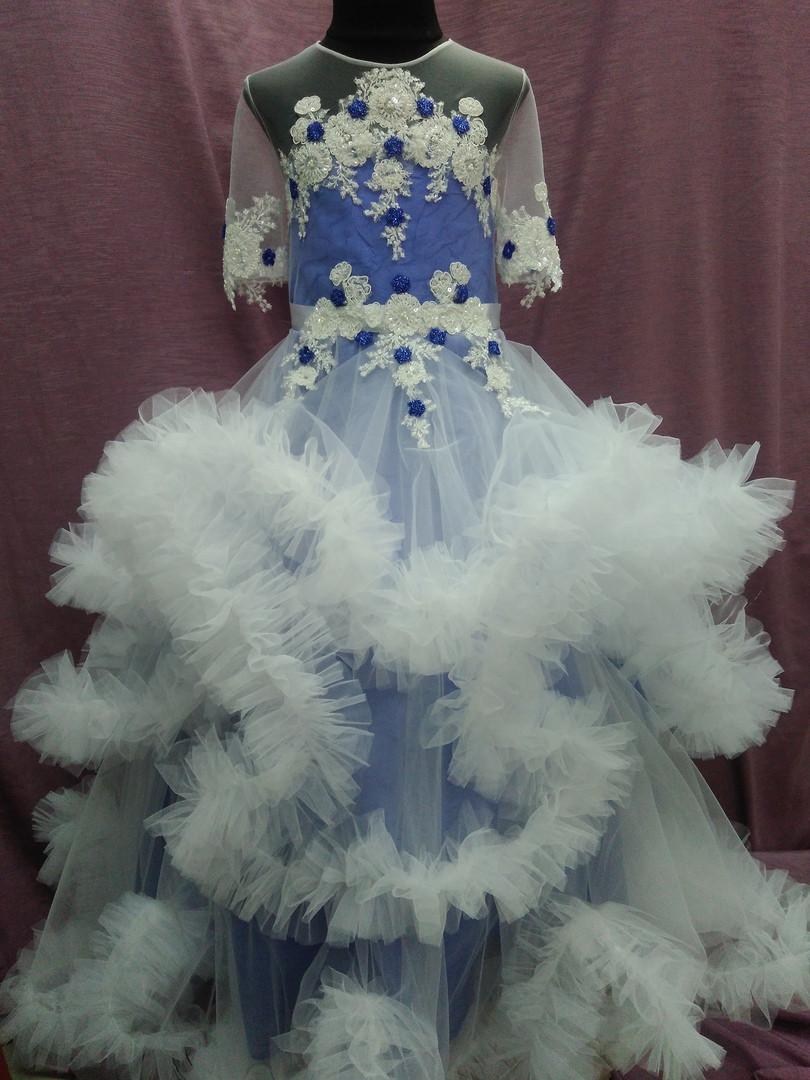 Платье детское нарядное с пушистой юбочкой (платье-облако) на 6-10 лет синее с молочным