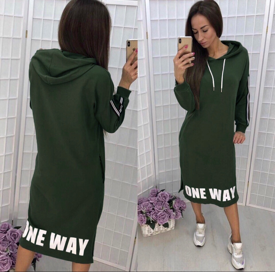 Платье средней длины свободное с длинными рукавами с капюшоном зеленое