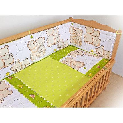 Защита бампер в детскую кроватку  из двух частей Мишки с улиткой зеленый