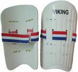 Щитки футбольные взрослые пластик,используются для защиты голени игрока.