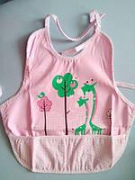 Хлопковый слюнявчик фартук с карманом - Жираф розовый