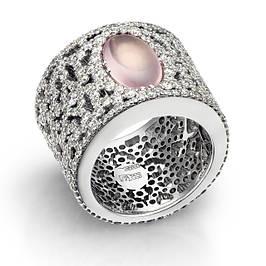 Золотые кольца с бриллиантами и драгоценными камнями.