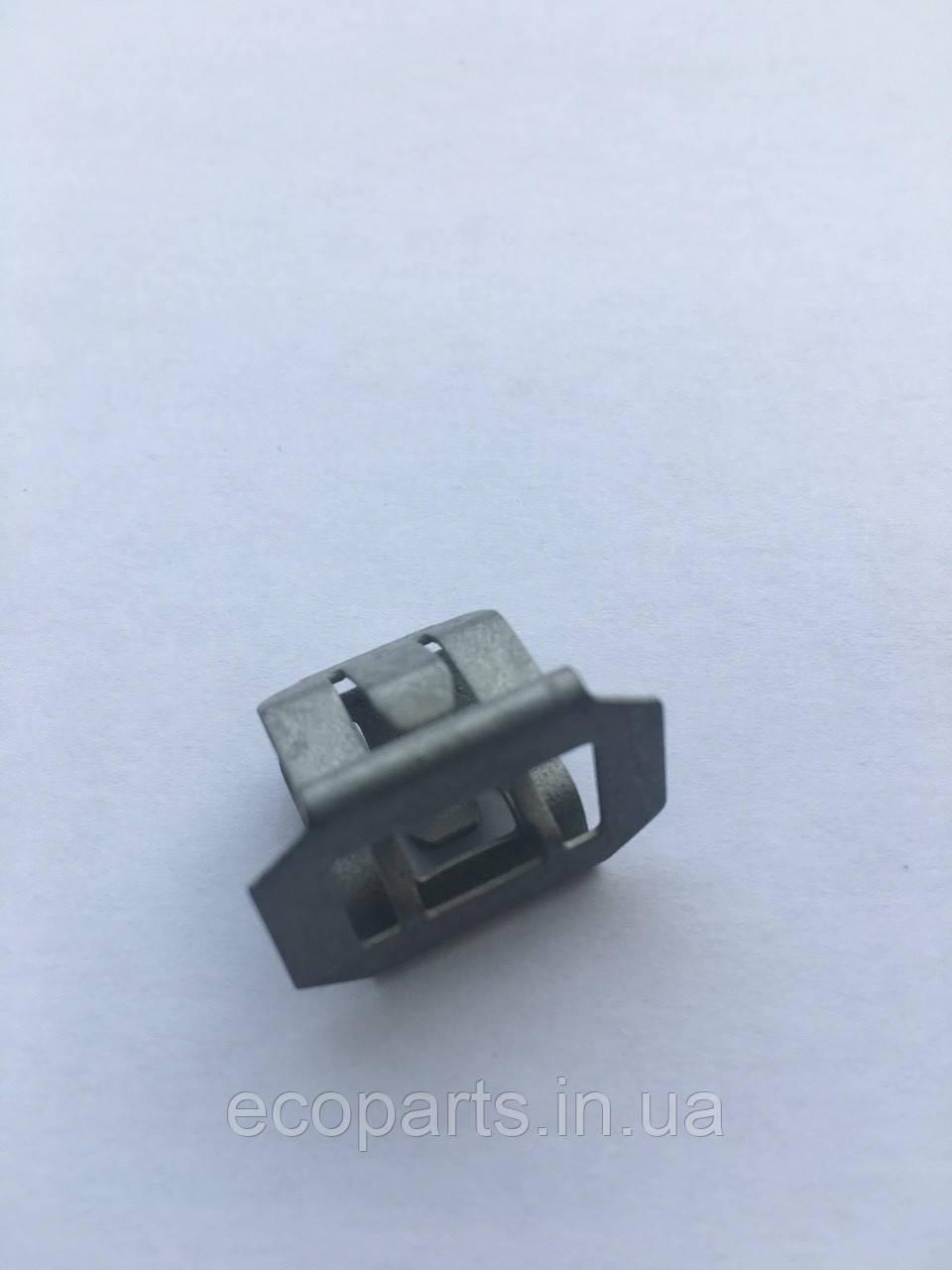 Кліпса кріплення протитуманної фари Nissan Leaf (10-17)