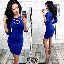 Стильное платье выше колен с декольте по фигуре электрик, фото 2