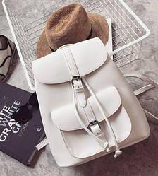 Рюкзак женский стильный белый с карманами.