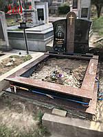 Памятник двойной с большим цветником под захоронение