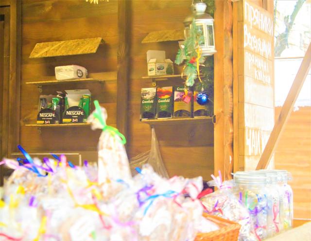 Деревянные киоски в Полтаве фото картинка