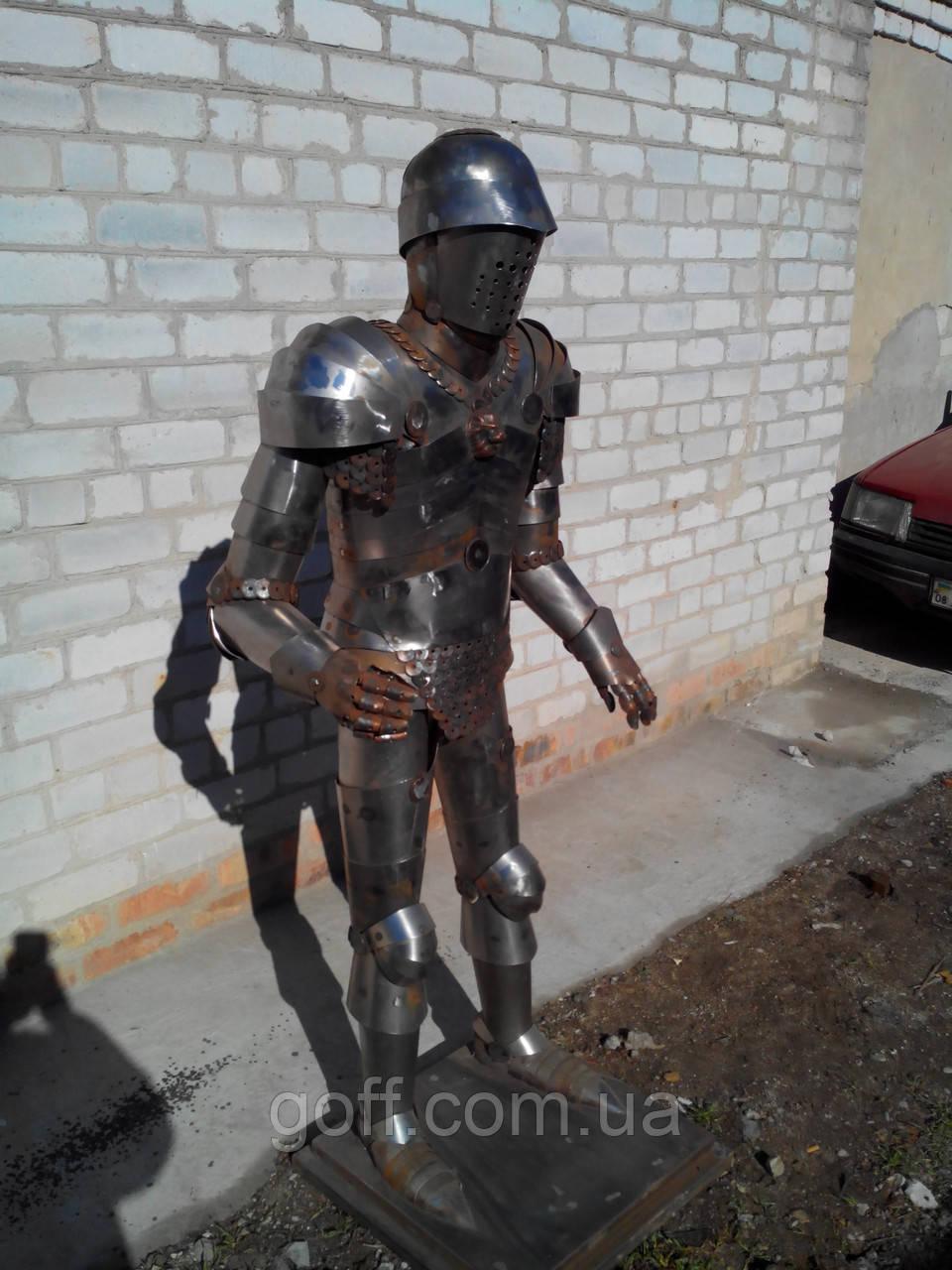 Рыцарь металлический для ресторана