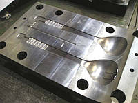 Изготовление форм для литья пластмасс