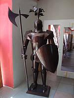 Рыцарь из металла крашенный