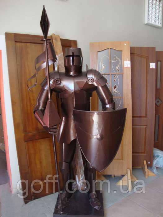 Сувенирный рыцарь из металла
