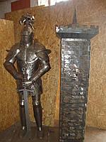 Рыцарь из металла с сейфом