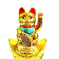Счастливый кот Манэки Нэко на чаше изобилия - привлекает удачу, богатство, счастье, любовь и процветание