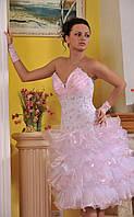 Короткое бальное платье.