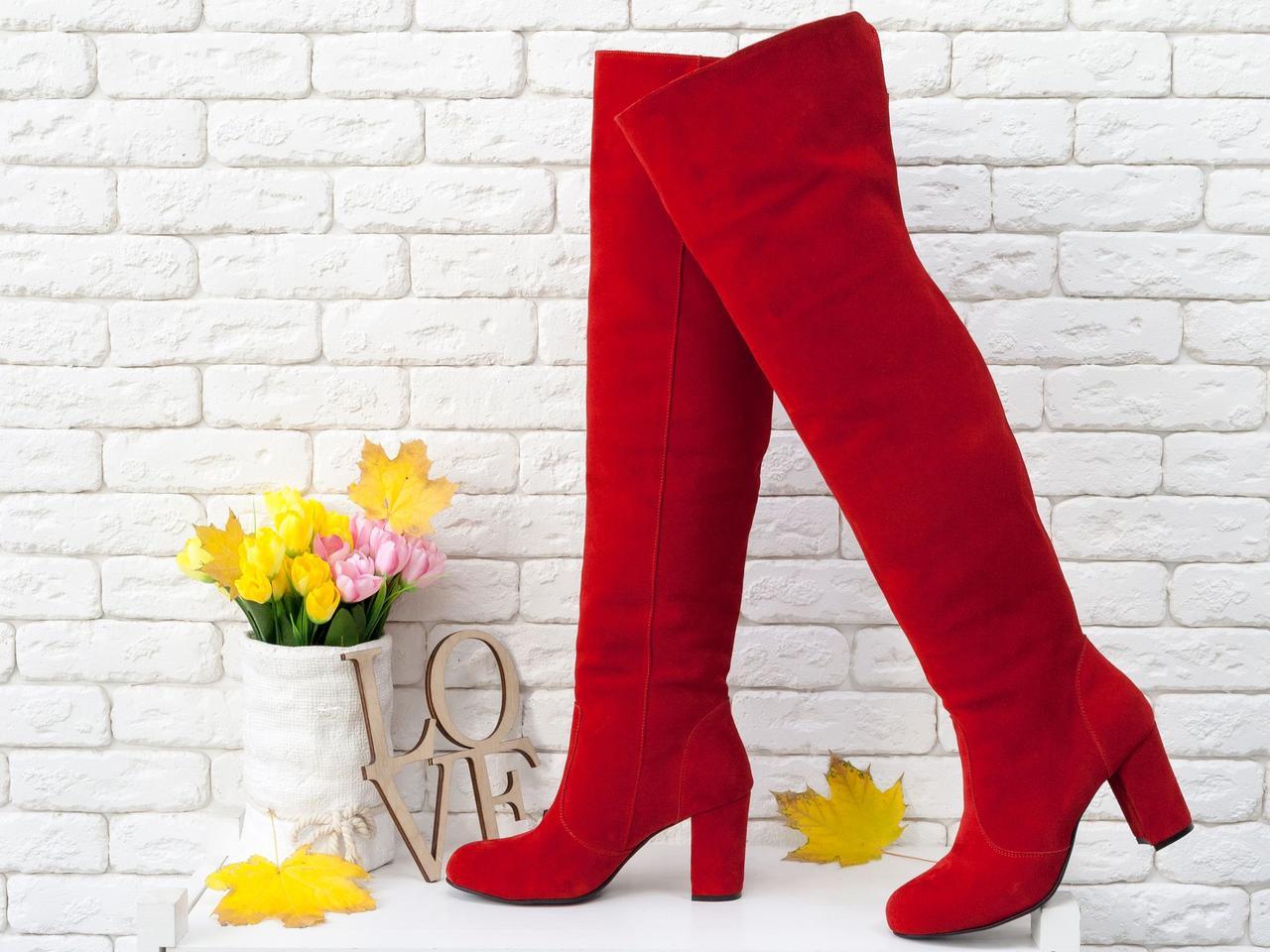 Ботфорты свободного одевания красного цвета, на устойчивом каблуке