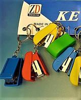 "Брелок для ключей из пластика и металла ""Канцелярский степлер"""