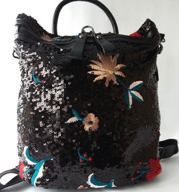 Стильный рюкзак из качественного кожзаменителя с вышивкой и пайетками