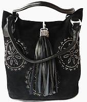 Женская сумка из натуральной замши и прессованной кожи украшенная стразами и брелком, фото 1