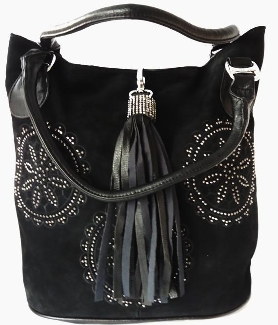 Женская сумка из натуральной замши и прессованной кожи украшенная стразами и брелком