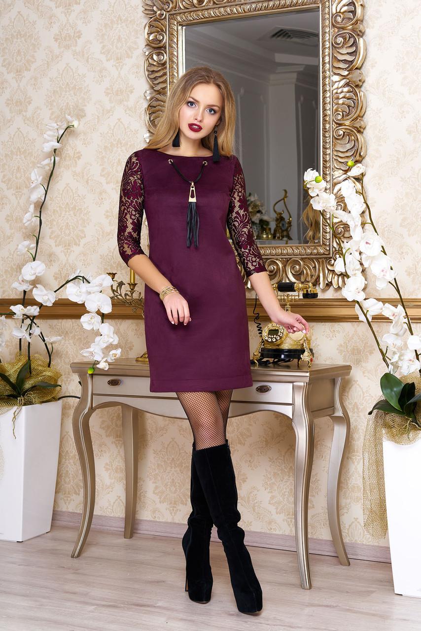 Красивое замшевое платье с гипюром бордо